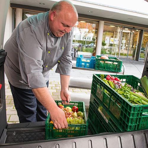 Einladen von frischen Lebensmitteln