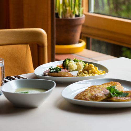 Gesunde Gerichte auf einem Tisch